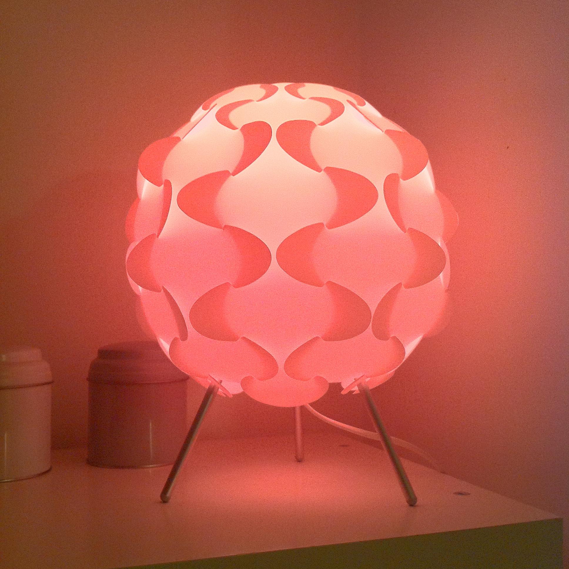 lampe qui change couleur. Black Bedroom Furniture Sets. Home Design Ideas